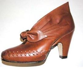 6b2c6d85c4dd1 Модная обувь демонстрирует большое разнообразие украшений, но при этом она  ни в коем случае не перегружена ими.
