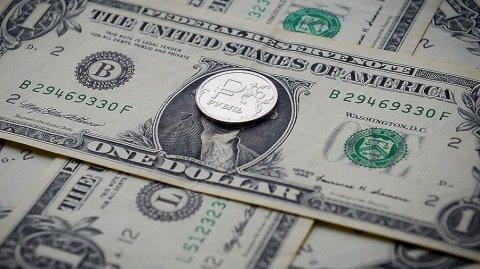 ЦБ впервые выявил инсайдерскую торговлю долларами на бирже