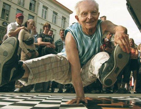Сокращённый предпенсионер может претендовать на временную пенсию от службы занятости