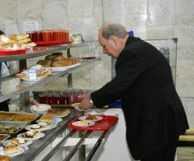 Минфин: стоимость бесплатных обедов для работников облагается НДС