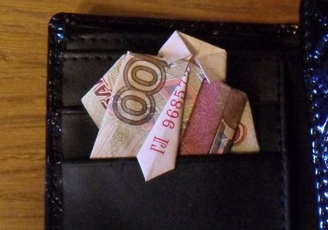 Если удержанный НДФЛ менее 100 рублей, то уплачивается с налогом следующего месяца