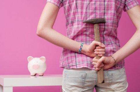 ВБ: до 60% россиян не откладывают сбережения